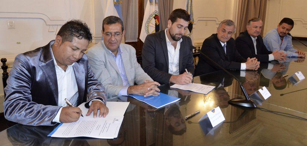 Intendente de El Aguilar, José Alejo, firma convenio con Nación.