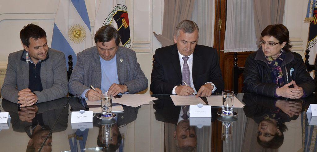 Gobernador Morales suscribe acuerdo con el Rector Tecchi para rescate y preservación de patrimonio cultural alimenticio.