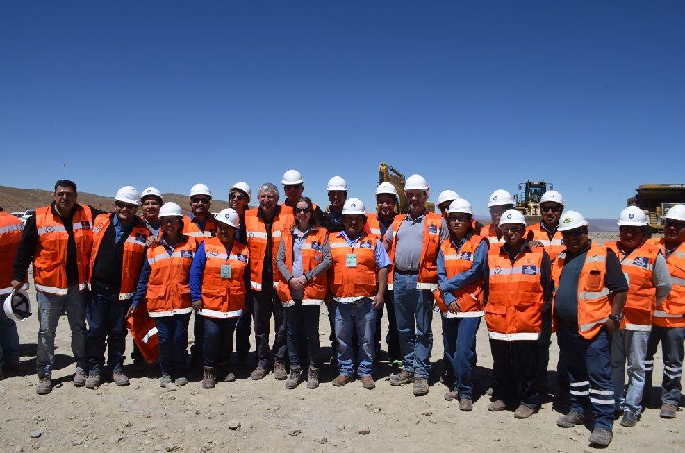 Autoridades y trabajadores iniciaron proyecto minero en Rinconada