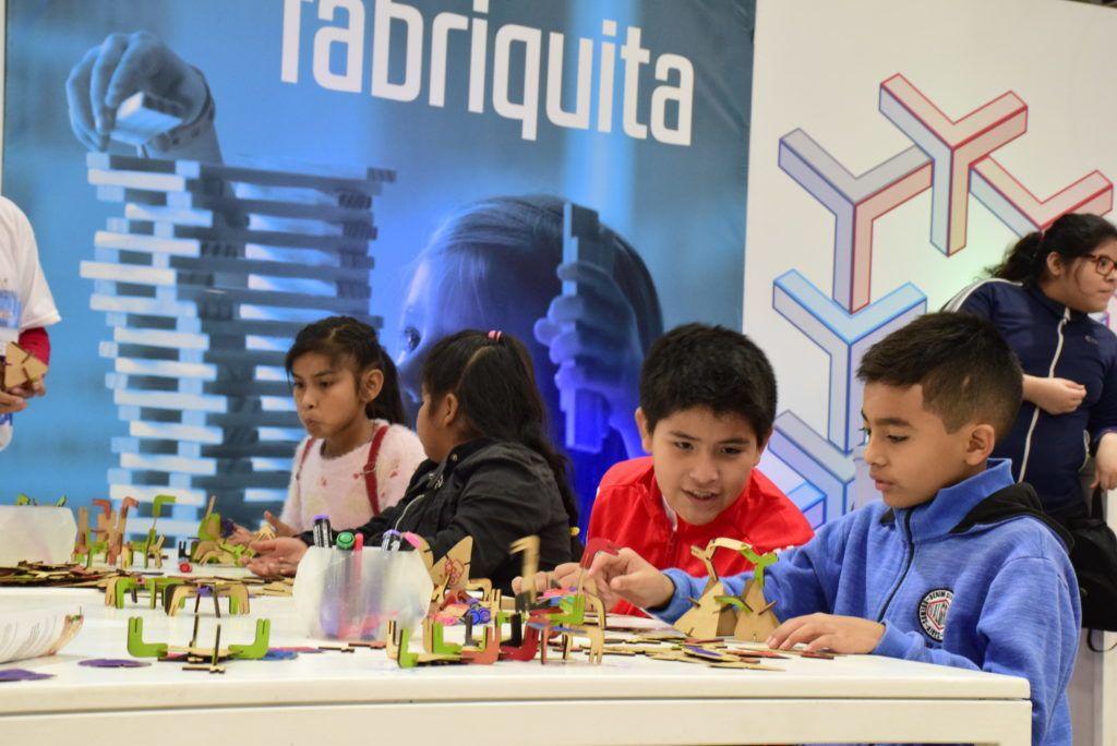 La muestra de ciencia, arte y tecnología está dedicada a niños y jóvenes de entre 6 y 18 años.