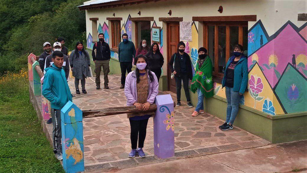 Jóvenes de Valle Colorado junto a representantes de la Fundación Biodiversidad y de la Secretaría de Pueblos Indígenas.