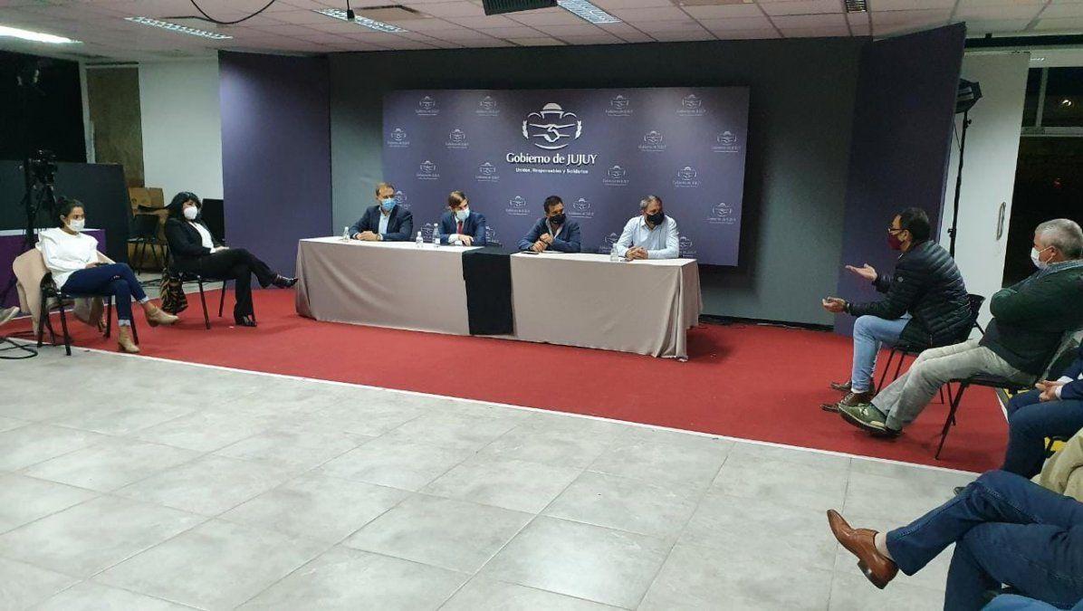 El ministro Lello Ivacevich junto a cámaras de empresarios