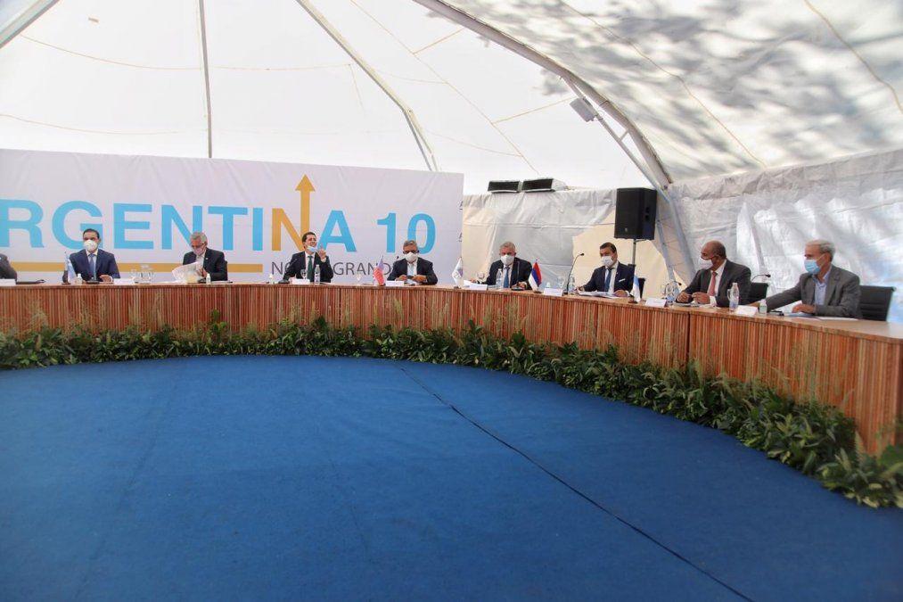 Gobernadores de NOA y NEA reunidos con el presidente Fernández en Corrientes.