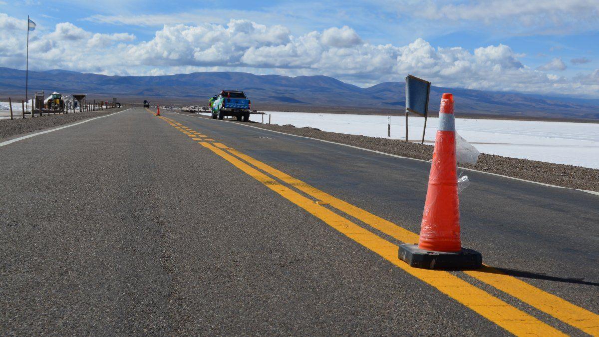 Entrega de conos de señalización vial para comunidades de Salinas Grandes