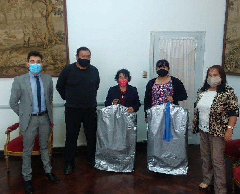 Registro Civil: Entregaron indumentaria a personal femenino