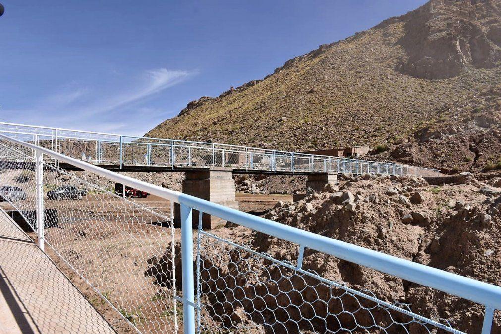 Obras de Vialidad: nueva pasarela sobre el río Susques