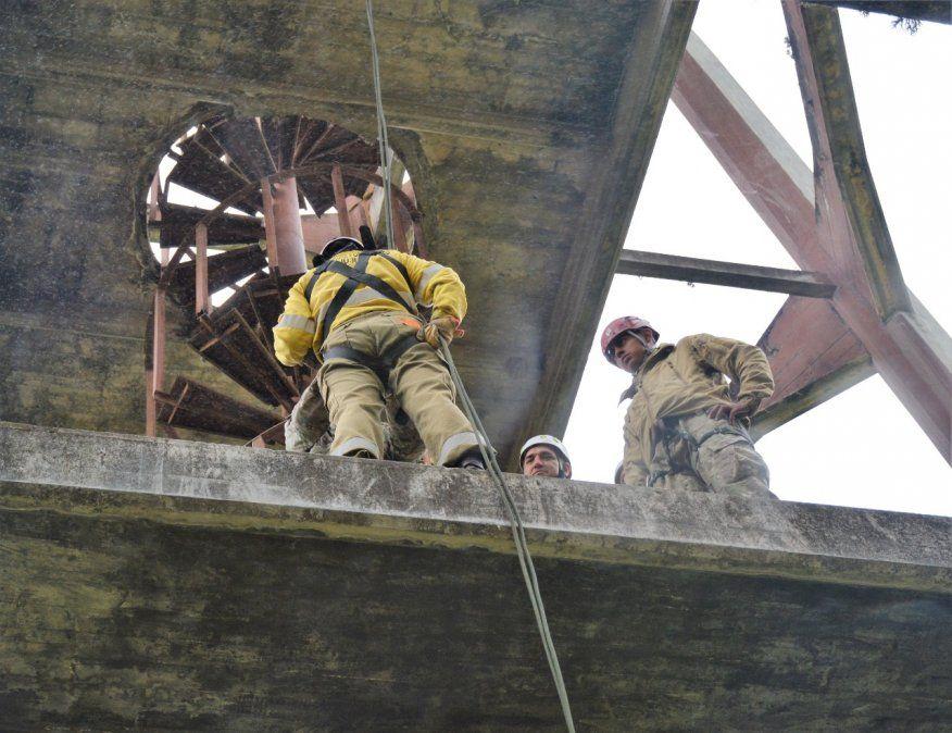 Brigadistas se capacitan en búsqueda y rescate en montaña