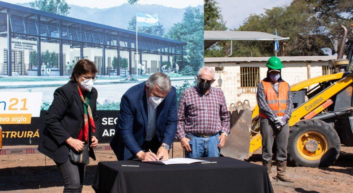 Morales puso en marcha la construcción de un edificio educativo en Arroyo Colorado