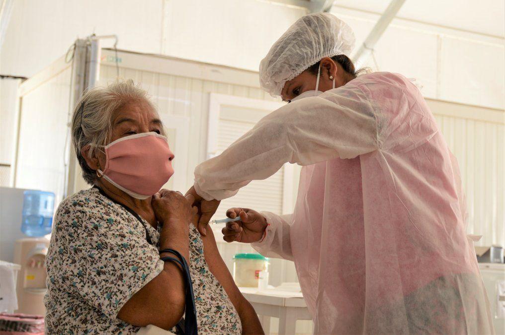 Exitosa jornada de vacunación a adultos mayores registrados