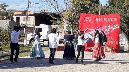 Club Joven de Aguas Calientes celebró el 25 de Mayo