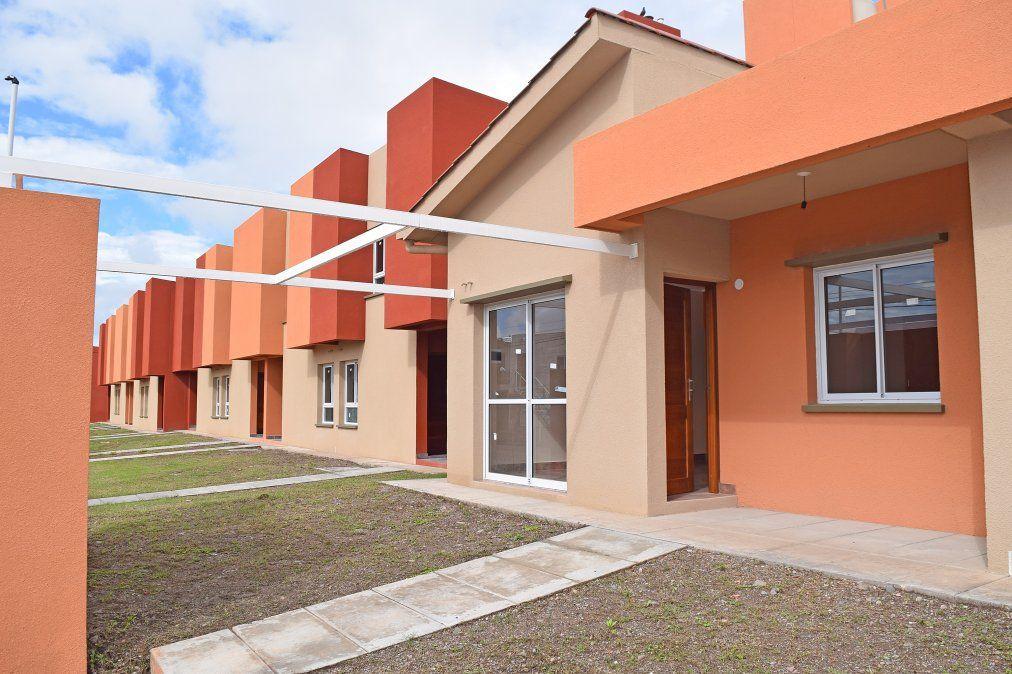 Las 67 viviendas en Palaplaá se componen de planta baja y dúplex