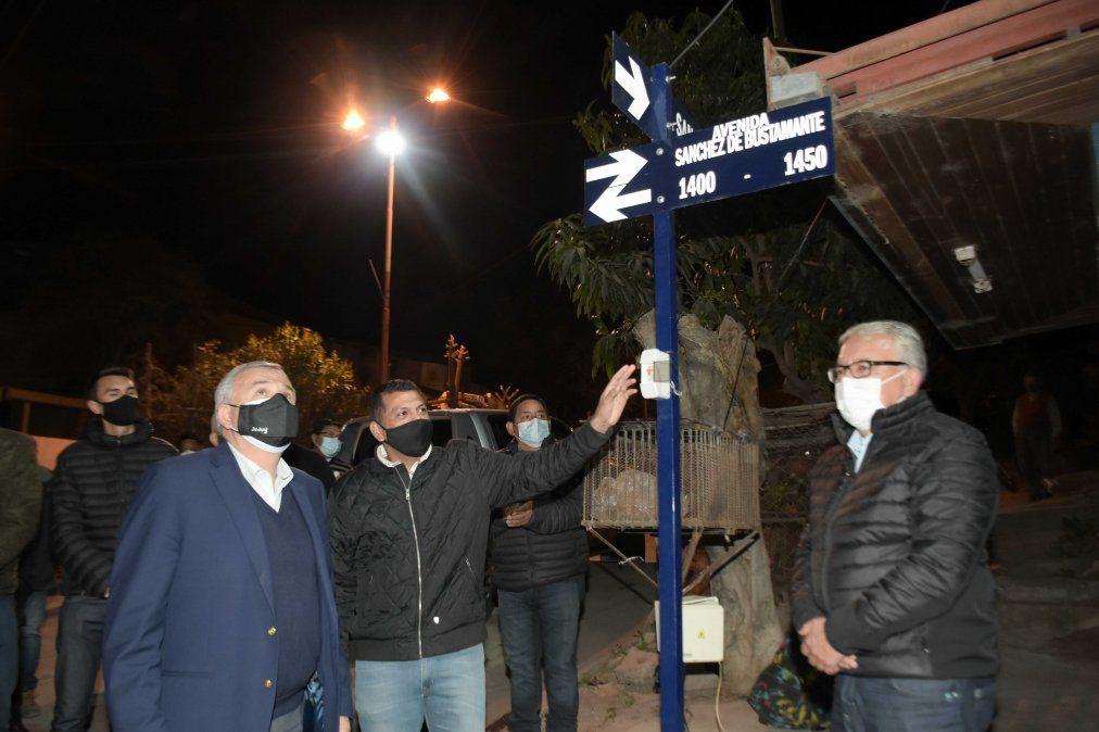 Inauguran pavimentación y luminaria led en Barrio Santa Ana