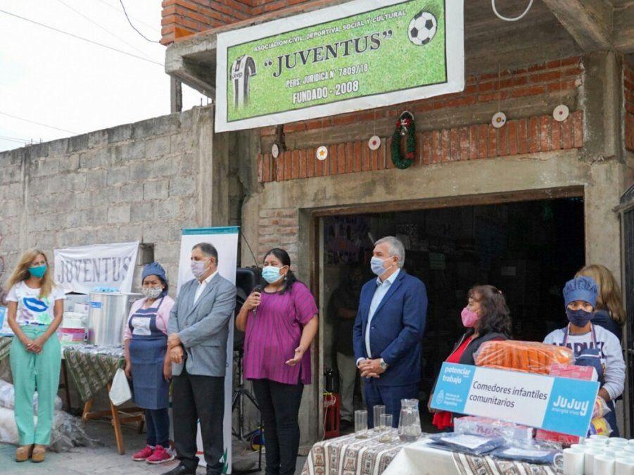 Entrega de insumos y herramientas para proyecto sociocomunitario textil que se encuentra en funcionamiento en Capital