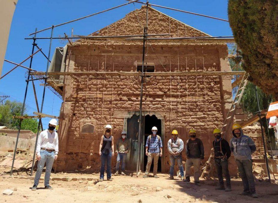 Se realiza el drizado en la iglesia de Uquía: saberes antiguos por el patrimonio