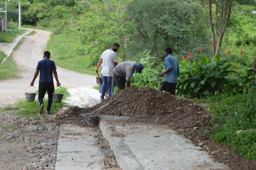 Infraestructura ejecuta la segunda línea del Plan Cerca Tuyo Infraestructura en tu barrioen el barrio capitalino Bella Vista. El sector ya cuenta con 300 mts de cordón cunetas y veredas.