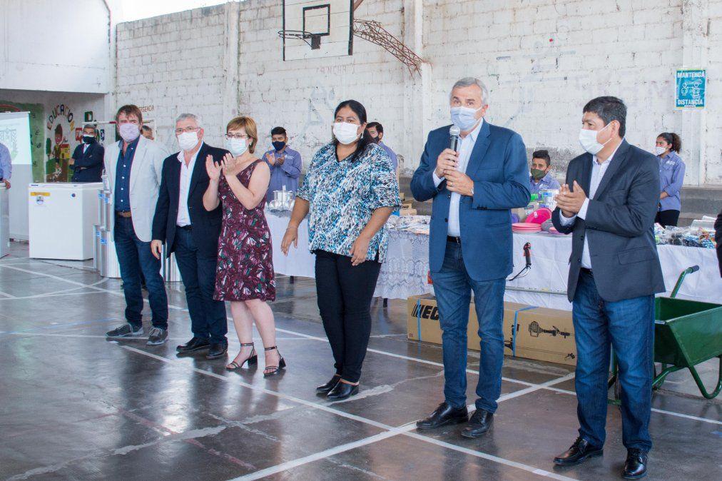 Potenciar Trabajo entregó herramientas y máquinas a trabajadores de Monterrico