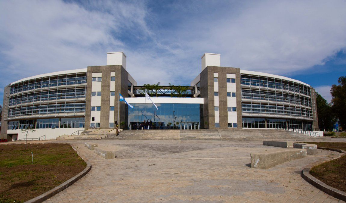 Morales inauguró el Complejo Ministerial de Educación