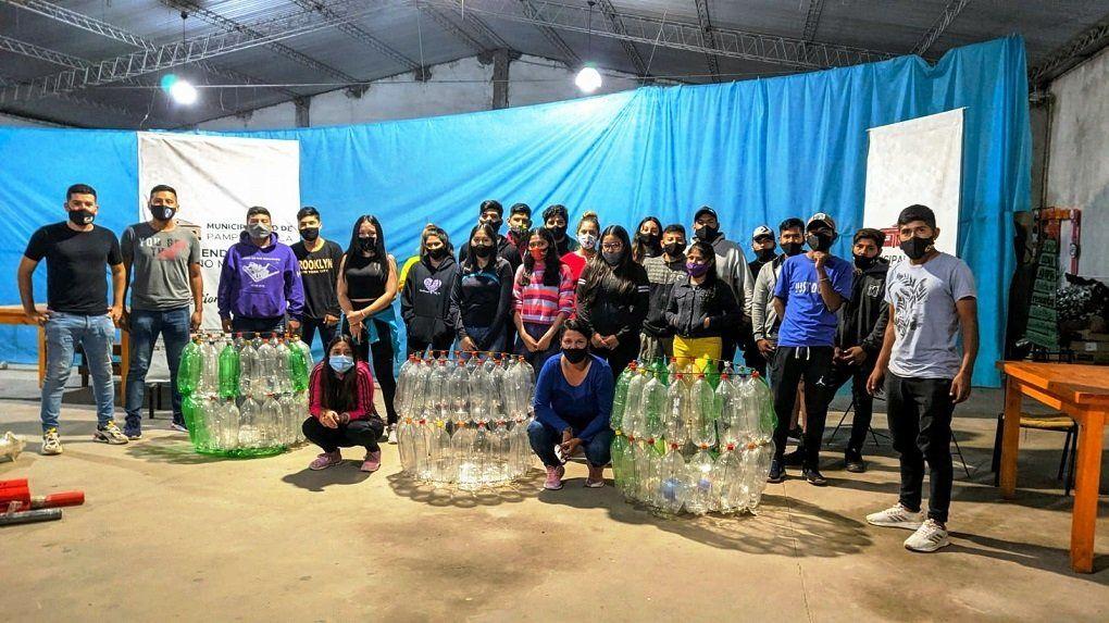 Club Joven: Producción de ECO-CESTOS para ayudar al medioambiente en Pampa Blanca