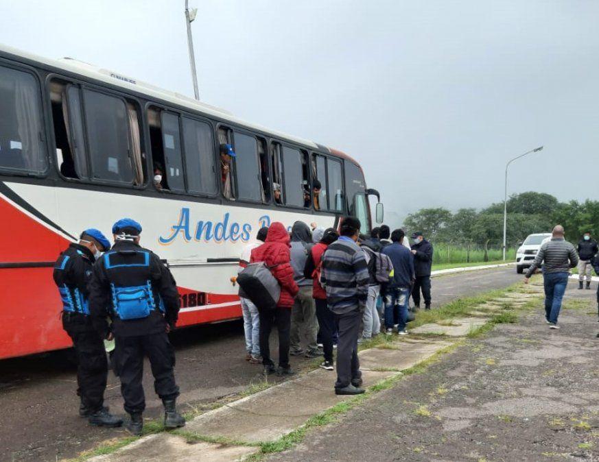 El COE asistió a trabajadores jujeños que llegaron de Mendoza en la madrugada del jueves