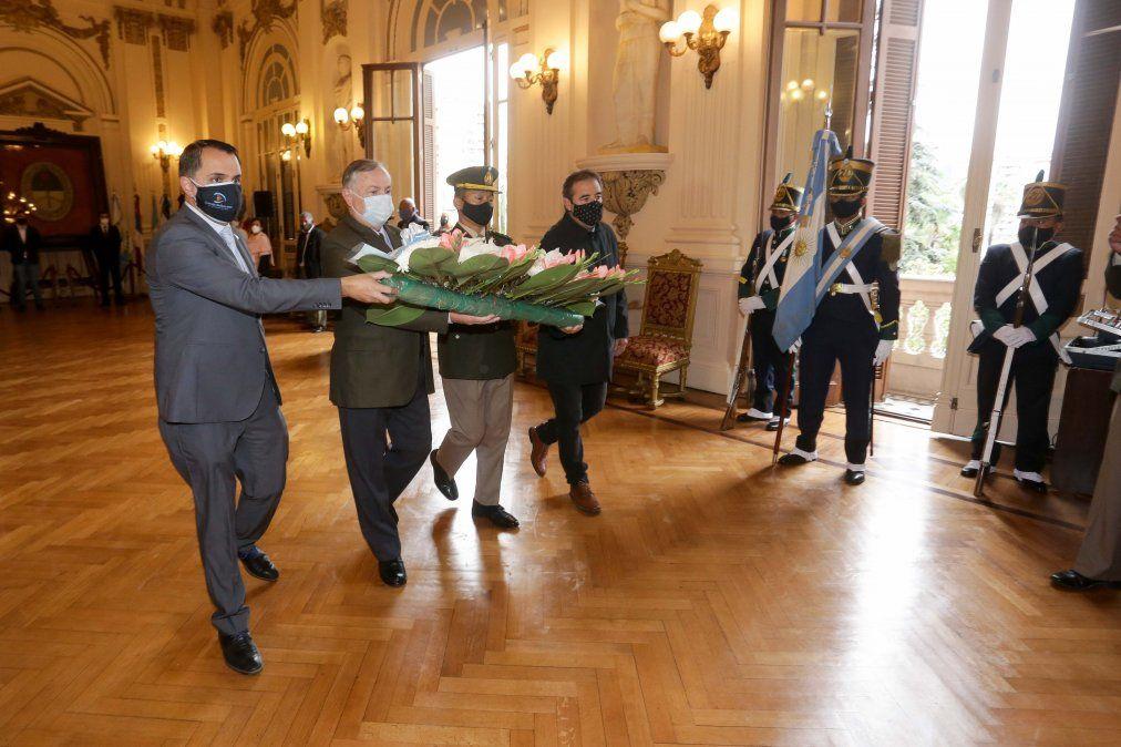 Ofrenda floral en Casa de Gobierno