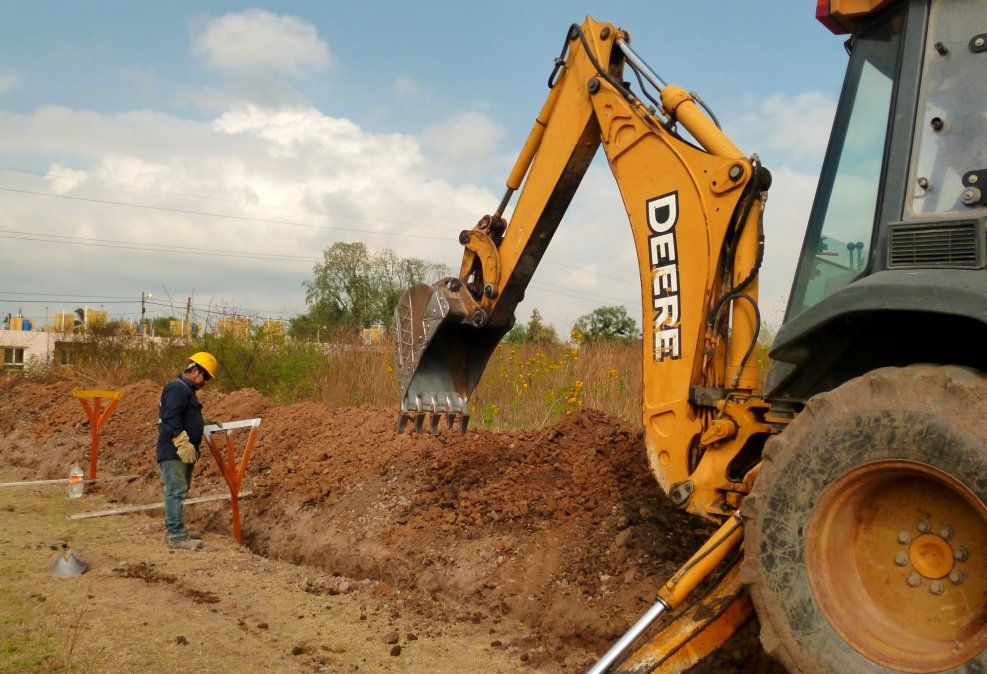 Obras de servicios y regularización en barrios de capital