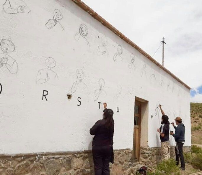 Mural de Lengua de Señas en Cochinoca.
