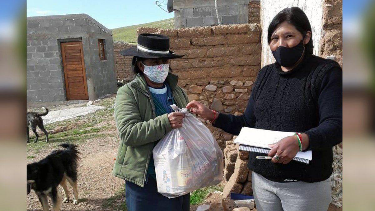 Titulares del programa Comer en Casa de El Cóndor recibieron las Unidades Alimentarias