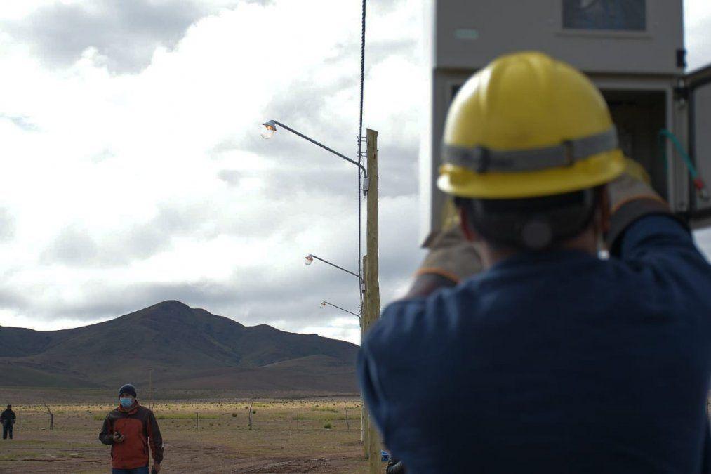 Morales llevó servicio eléctrico a familias de Pumahuasi