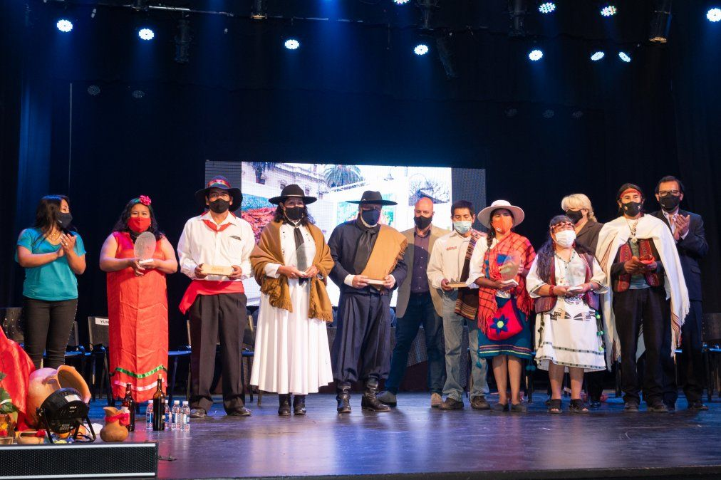 Referentes de las cuato Regiones participaron en el cierre del Agosto Cultural