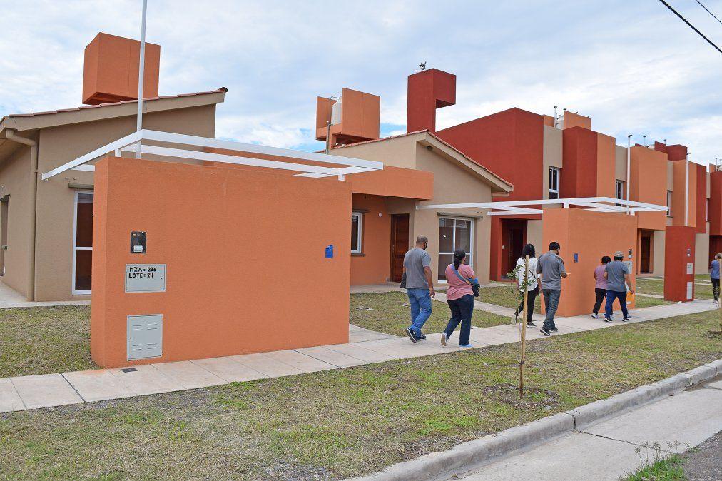 Preadjudicatrios de sorteo público del IVUJ recorrieron sus futuras casas