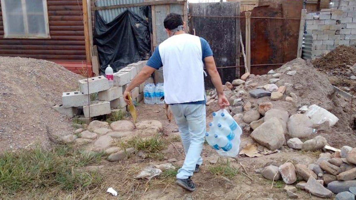 Distribuyeron agua potable envasada a familias en situación de vulnerabilidad de los barrios 14 Hectáreas