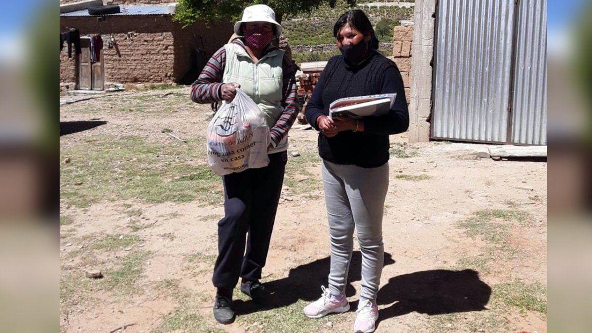 Desarrollo Humano realizó la entrega de las Unidades Alimentarias a titulares de la localidad de El Cóndor