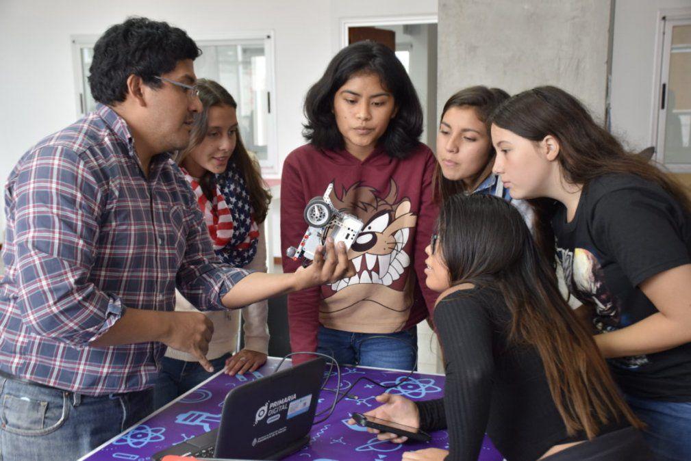 Chicas recibieron capacitación en Robótica