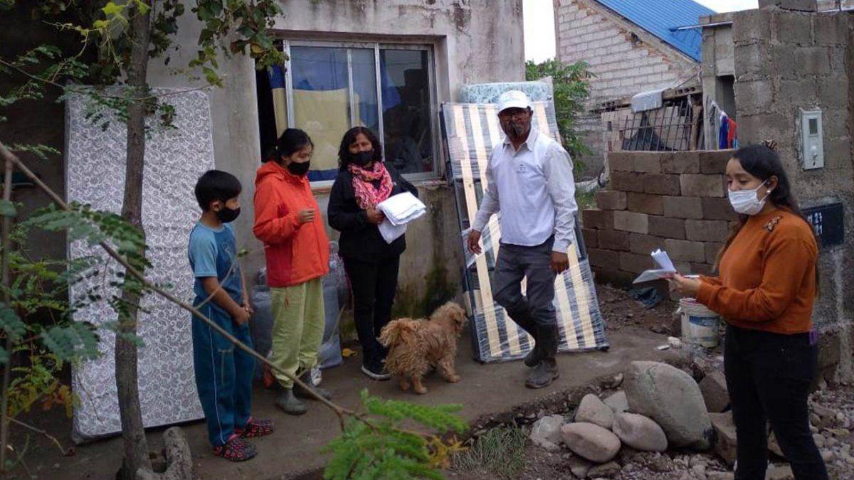 Asistencia a familias de Monterrico afectadas por las lluvias en Monterrico.