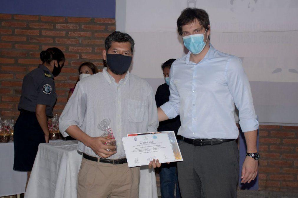 Entrega de certificados del Primer Ciclo del Programa de Formación Comunitaria en Seguridad Ciudadana