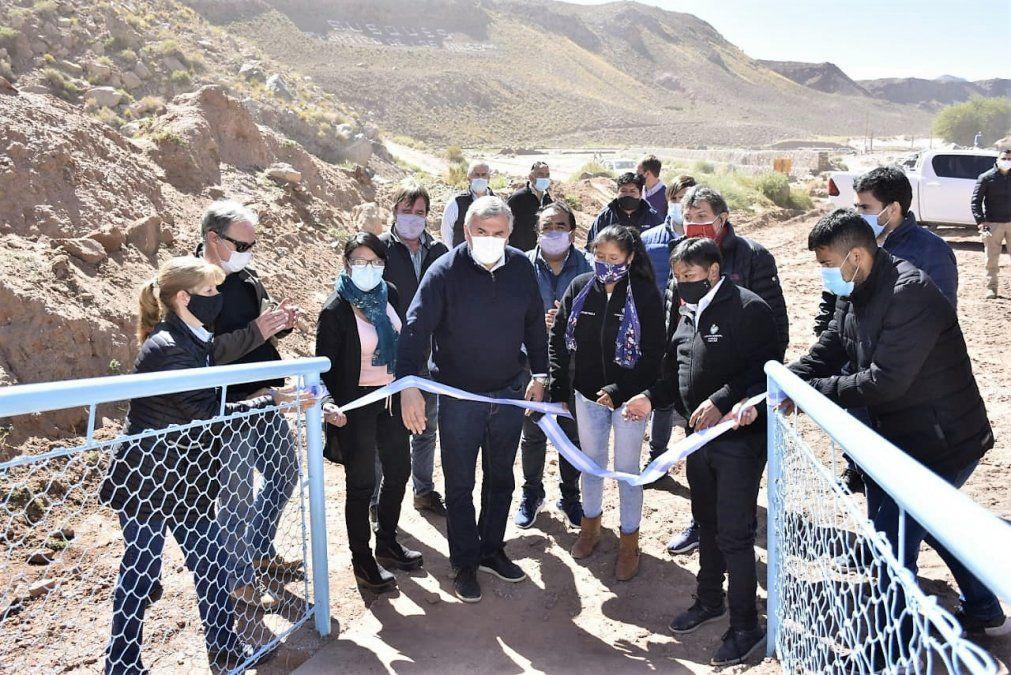 El Gobernador celebró la inauguración de las obras de Vialidad que permitieron una nueva pasarela peatonal sobre el río Susques.