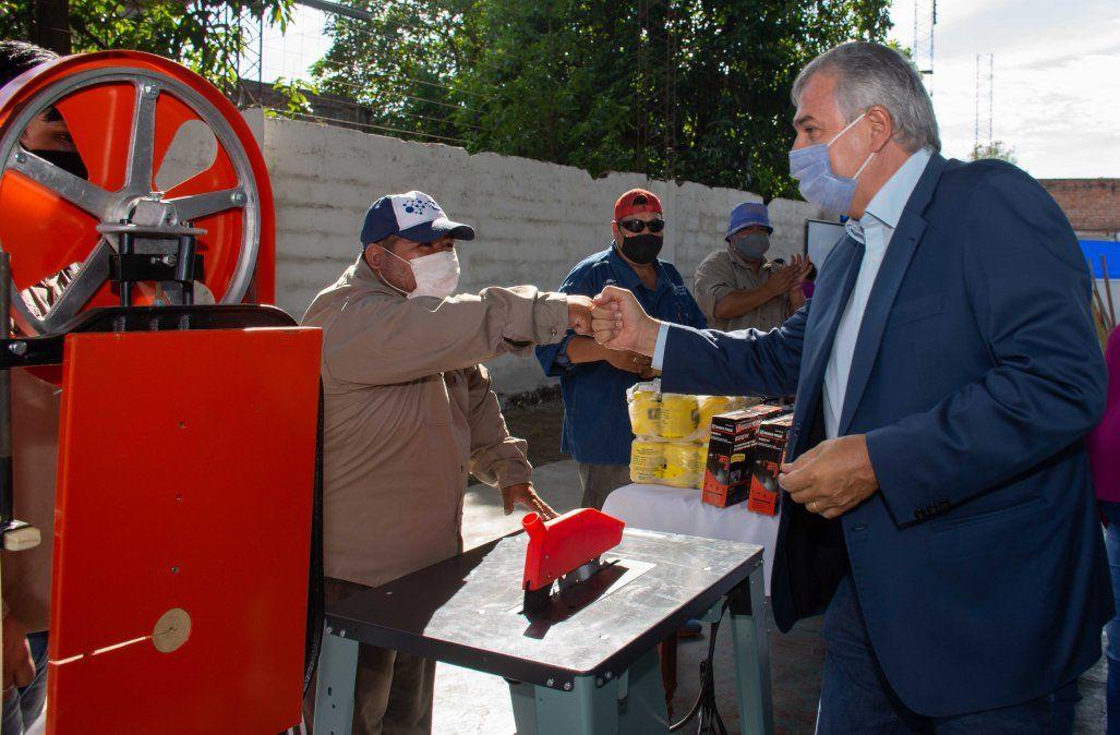 El Gobernador Gerardo Morales en la entrega de maquinaria y equipamiento en Caimancito.