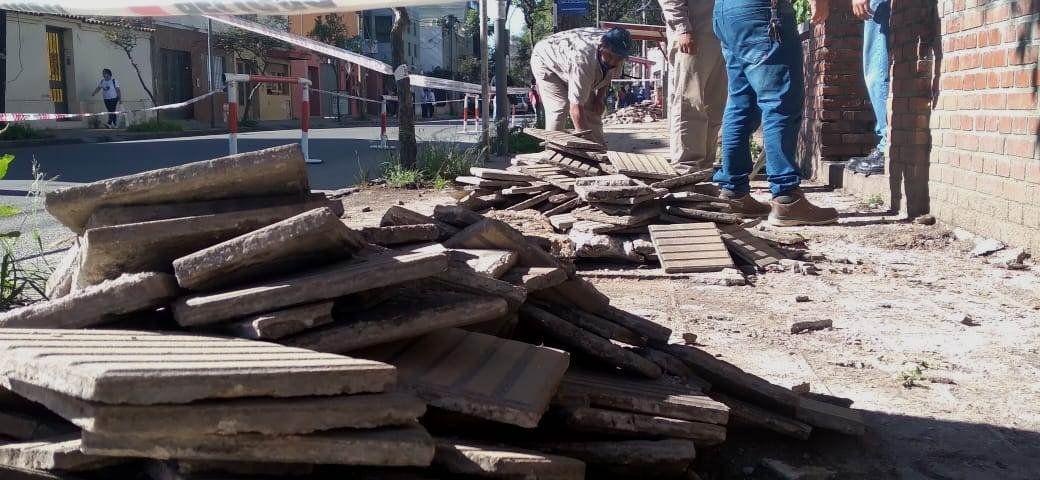 Las obras de nuevas veredas para el Hospital Pablo Soria son ejecutadas por trabajadores del Ministerio de Infraestructura