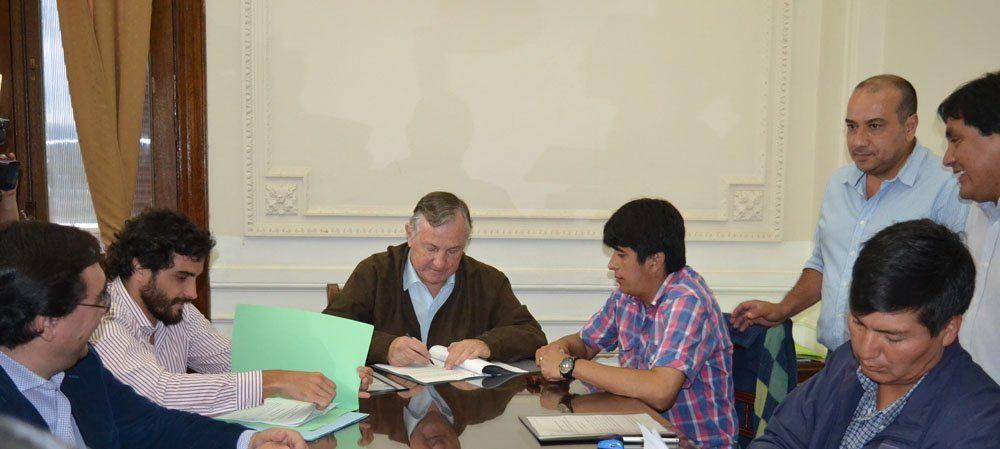 Comunas firman convenio con Nación para compra de equipamiento informático