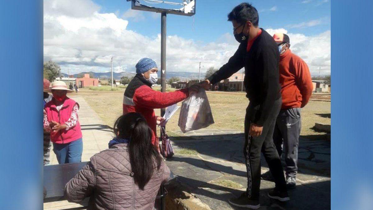 Titulares del Programa Comer en Casa de Abra Pampa reciben las Unidades Alimentarias