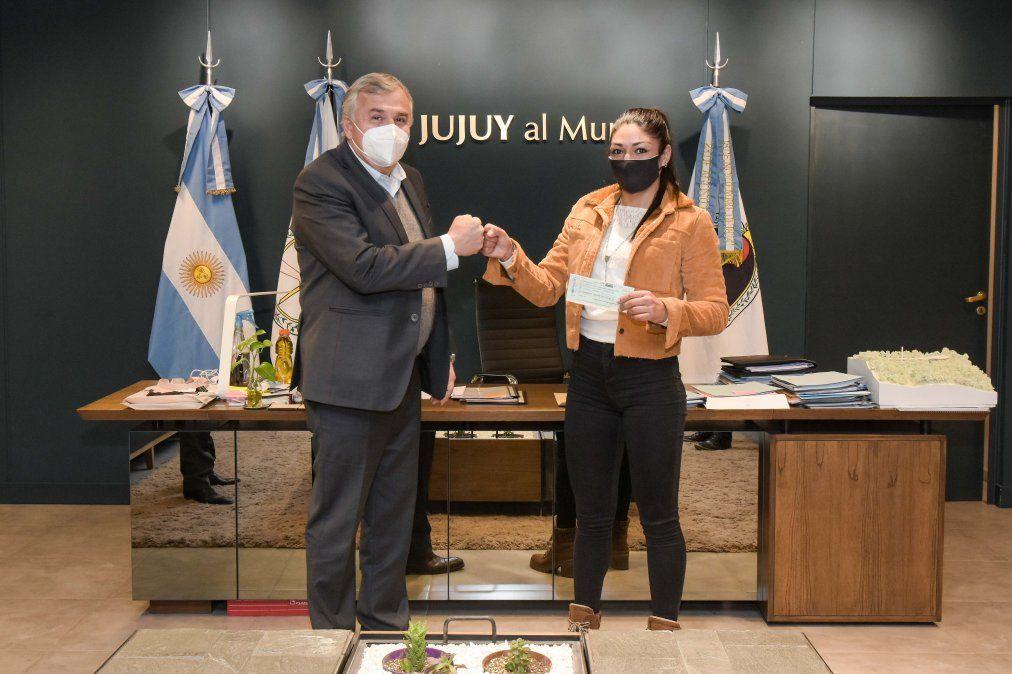 El Gobernador Gerardo Morales junto a Brenda Pumita Carabajal.
