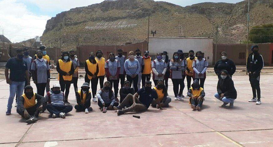 Club Joven realiza acciones comunitarias en Susques