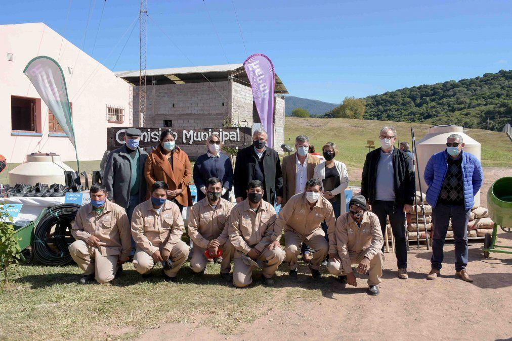 Equipo del Programa Potenciar Trabajo junto a funcionarios provinciales.