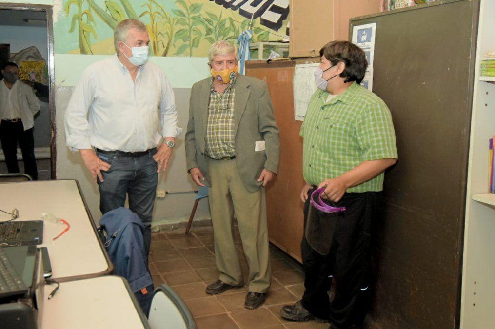 Morales junto a directivos de Escuela Agrotécnica de Valle Grande