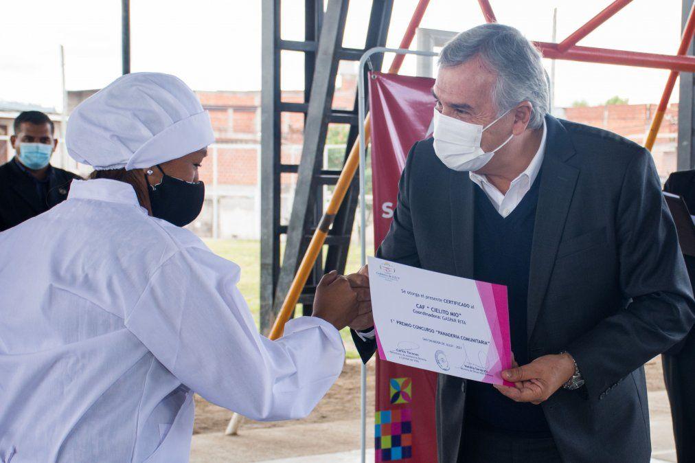 El Gobernador Gerardo Morales entregó premio a instituciones comunitarias.