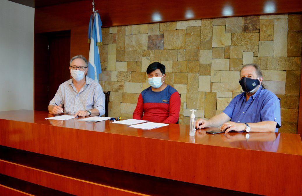 Firma de convenio con comisión municipal de Pumahuasi.