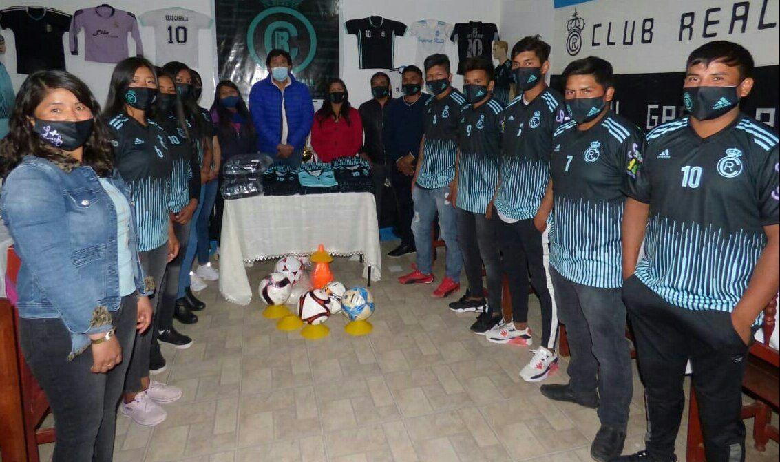 Presentación de la indumentaria deportiva del Club Real Caspalá de Humahuaca