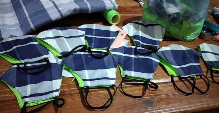 Barbijos realizados por proyecto sociocomunitario textil que se encuentra en funcionamiento en Capital