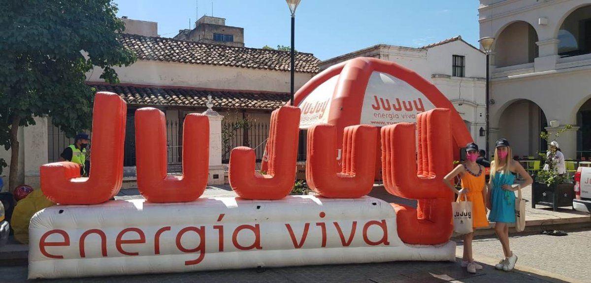 En la peatonal salteña se promociona los atractivos de Jujuy