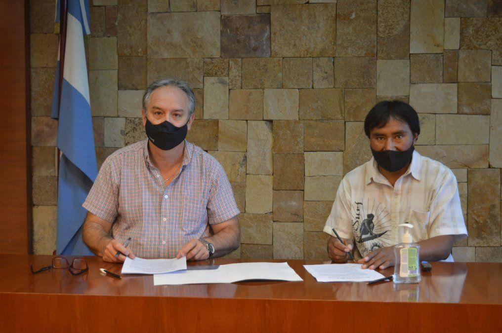 Obras para Catua: firma de convenio entre Stanic y Cruz.